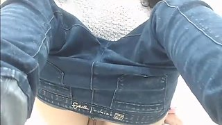 Latina en Jeans Ajustados Mexicana Masturbandose