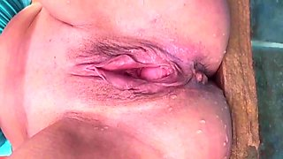 pissing mature pussy