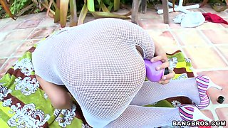Hot ass Ana in fishnet fingers her twat outdoor