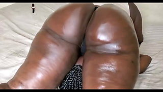 Thick African Facesitting