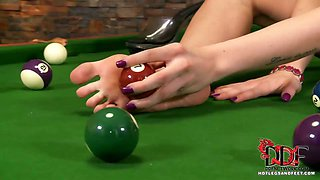 Flexible fox cues up for pool