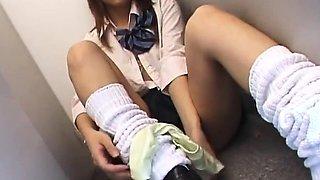 Toilet solo by young Kaori Manaka