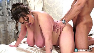 Wedding sex with a chubby chick who loves to swallow
