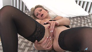 Amateur video of mature Samantha Jolie having some naughty fun