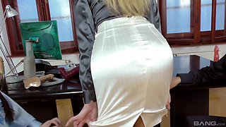 Hot ass Kayla loving sucking big balls in the office