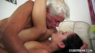 Teen cutie's kinky picnic with a grandpa