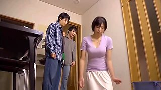 Japanese girl recieves huge cumshot in her mouth