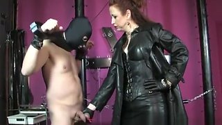 Leather mistress punishes her disobedient slave
