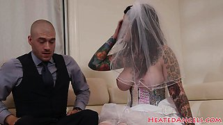 Deepthroating emo bride bouncing on cock