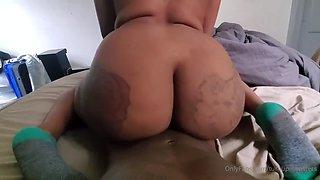 Ebony big booty squirts