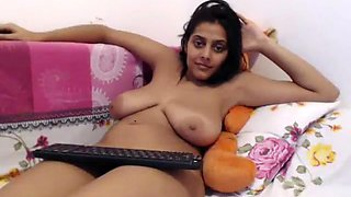 Punjabi MILF Hema Bigtits Show