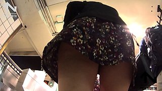 Beautiful amateur babe with marvelous long legs upskirt