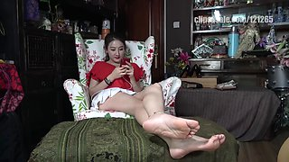 Chinese feet ignore you