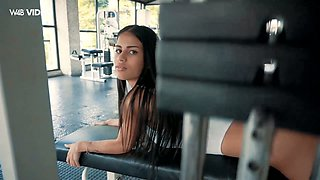 Tempting Venezuelan babe Denisse Gomez is playing with her slit at the gym