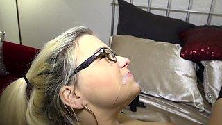 REIFE SWINGER - German amateur Mariella Sun in bedroom fuck
