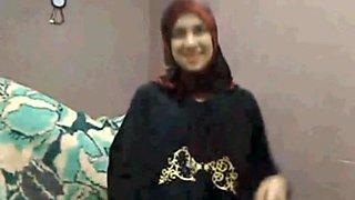 Hijab Arab girl plays cums lactate on cam