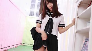 Japanese schoolgirl Maiko loves to show her white panties