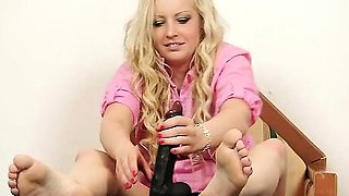 Nasty blonde girlie got nylon tights on her feet, she plays