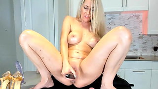milf with nice tits squirts